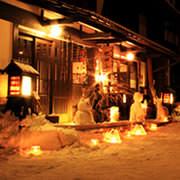 雪灯りの散歩路